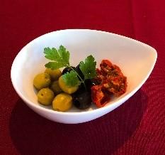 グリーン&ブラックオリーブと自家製セミドライトマト