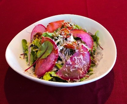 SOLAの有機野菜を使ったガーデンサラダ