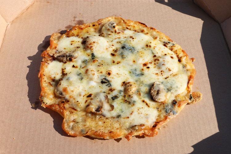 ピザ マッシュルームと4種のチーズ