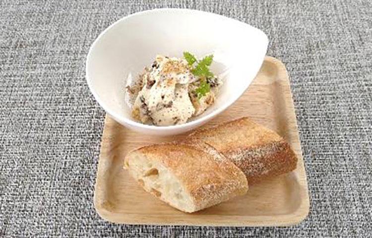 レーズンとクリームチーズ バケット 添え Raisins and cream cheese with bucket